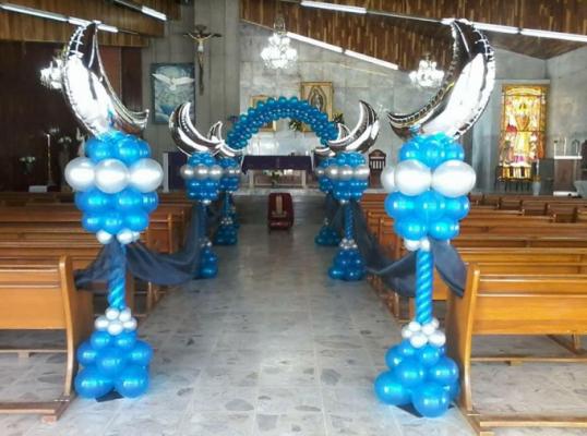 Trang trí trụ bong bóng tiệc cưới.