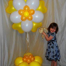Cột bóng hoa trái tim cánh màu vàng trắng