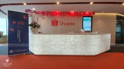 Bàn lễ tân trang trí văn phòng Shopee
