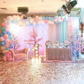 Backdrop sinh nhật thôi nôi bé gái chủ đề hoa anh đào